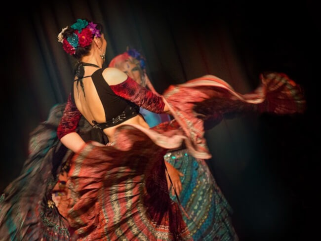 Tänzerin tanzt Tribal Style bei Yamuna